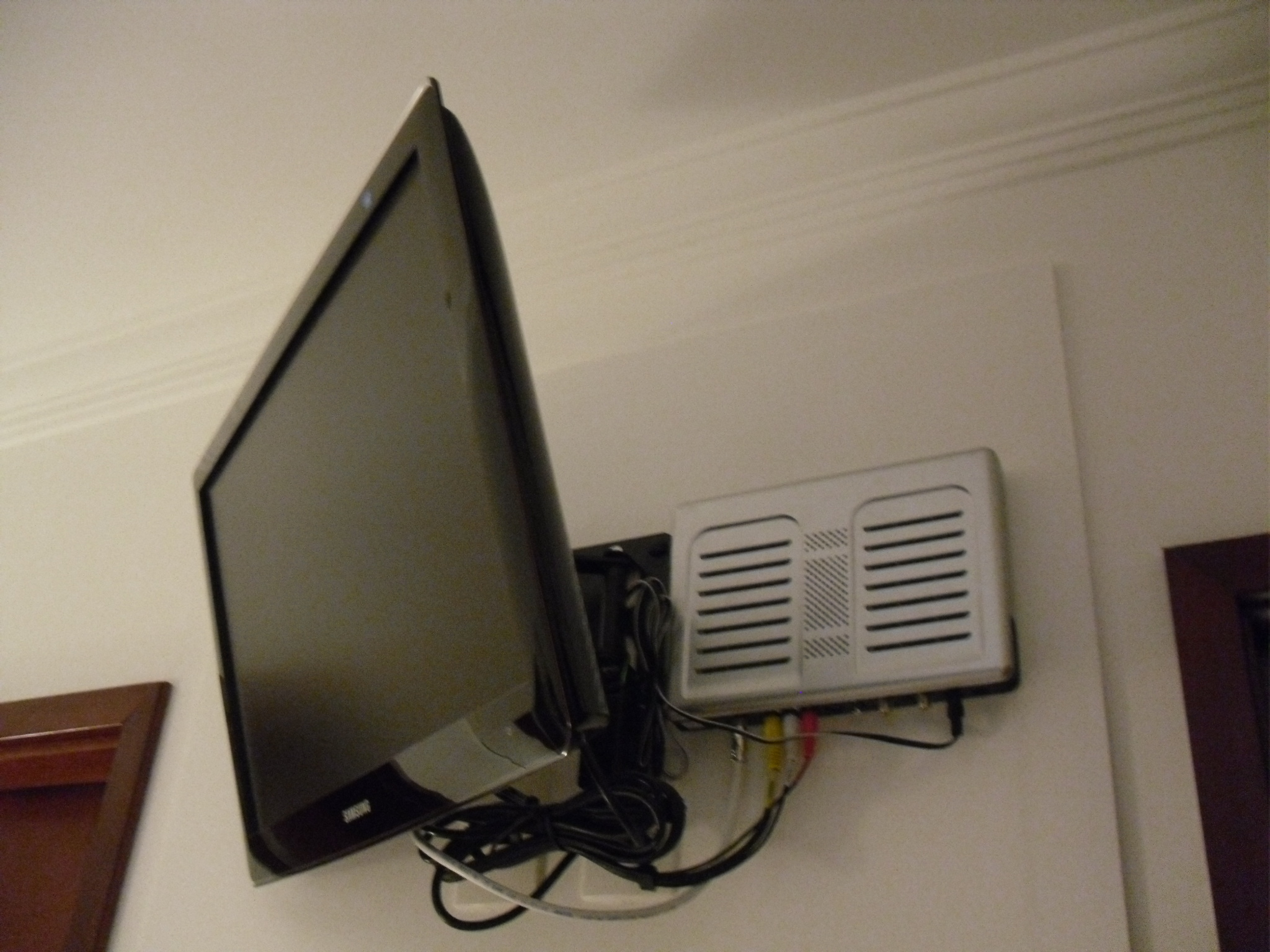 Suporte Articulável para TV Suspensa Meu Apartamento Minha Casa #7C704F 2048x1536